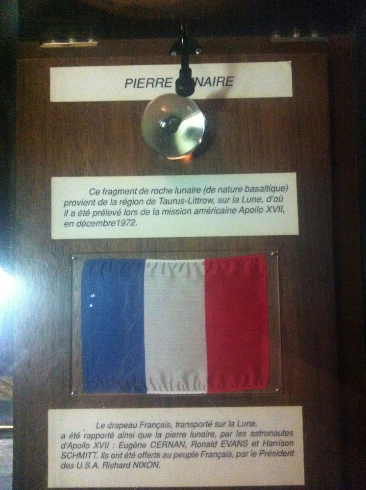 [Candidature] Photo du mois (Septembre 2014) - Page 2 Pierre-et-drapeau